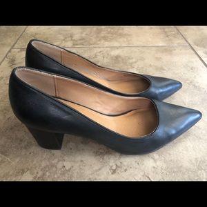 Corso Como pointy heels